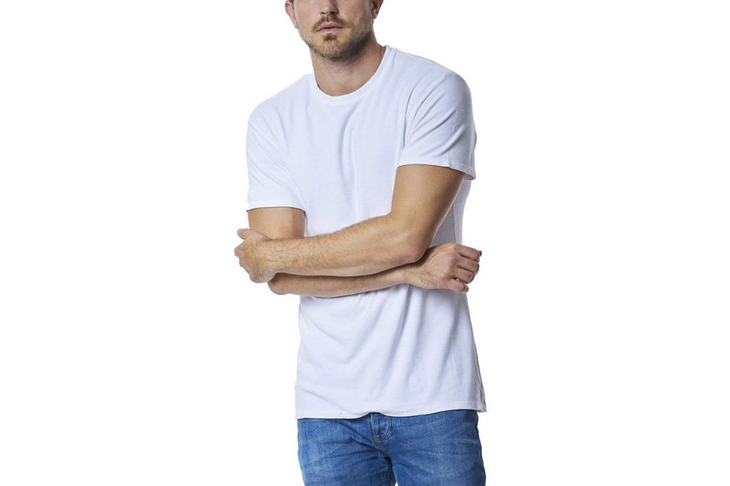 an example of wearing a white t-shirt